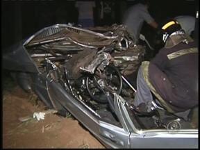 Cinco pessoas da mesma família morrem em acidente no noroeste paulista - Cinco pessoas da mesma família morreram neste domingo (21) em um acidente na rodovia entre Tanabi (SP) e Monte Aprazível (SP). Testemunhas contaram à polícia que o motorista que teria provocado o acidente estava embriagado.