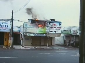 Ateliê pega fogo na manhã do último domingo, em Feira de Santana - Bomvbeiros conseguiram apagar as chamas antes de se espalharem. Ninguém ficou ferido.