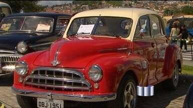 Jacareí sedia encontro de colecionadores de carros - Diversos modelos de carros foram expostos no 12ª Encontro de Carros Antigos, no Parque da Cidade. Entre as raridades estão o Ford calhambeque da década de 1920 e o Chevrolet Bel air de 1950.