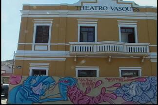 Theatro Vasques em Mogi das Cruzes passa por reforma - O Theatro Vasques, em Mogi das Cruzes, passa por uma reforma. O prédio está fechado desde fevereiro. Com mais de cem anos, o patrimônio do município tem o carinho dos artistas do Alto Tietê.