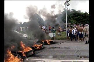 Moradores protestam por mais segurança na BR-316 - Rodovia foi interditada na manhã desta segunda-feira, 22. Segundo moradores, acidentes no local são constantes.
