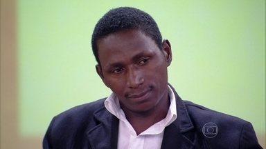 Fotógrafo denunciou racismo por parte da polícia - Policial abordou Izaqueu pedindo para ver a câmera fotográfica
