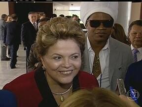 Presidente Dilma participa de evento com artistas - A presidente Dilma Rousseff participou de um evento com artistas nesta terça-feira (23), em Brasília. A presidente não falou sobre a inflação mas deixou um alerta dizendo que o Brasil não flerta com a inflação.
