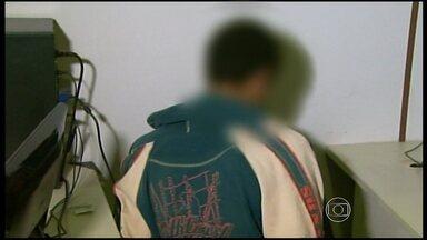 Jovem suspeito de assassinar travesti em Poços de Caldas é detido - Adolescente de 15 anos estava sendo procurado pela polícia. Ele e outro jovem já detido confessaram o crime.