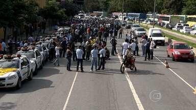 Guardas municipais entram em greve e fecham o trânsito no centro de Belo Horizonte - Segundo a Polícia Militar, cerca de 500 guardas participaram de manifestação.