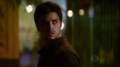 Malhação - Capítulo de segunda-feira, dia 29/04/2013, na íntegra - Bruno perde a cabeça ao ver Fatinha em outdoor