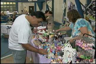 Feira de artesanato da Apae tem opções de presentes para as mães - No mês de maio as pessoas já começam a pensar no presente do Dia das Mães. A feira de artesanato da Associação de Pais e Amigos dos Excepcionais (Apae) de Mogi das Cruzes é opção para compras.