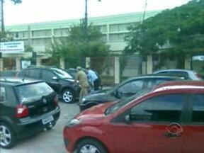 Rua sem saída vira 'bolsão' de estacionamento gratuito no Centro de Florianópolis - Rua sem saída vira 'bolsão' de estacionamento gratuito no Centro de Florianópolis
