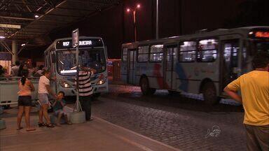 Passageiros reclamam de insegurança nos terminais de ônibus de Fortaleza - Passageiros são usados por quase um milhão de pessoas diariamente.