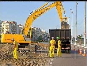 Começa obra da nova orla da Praia do Forte, em Cabo Frio, RJ - Nova orla atende determinações do Iphan.Quiosques serão retirados da areia da praia.