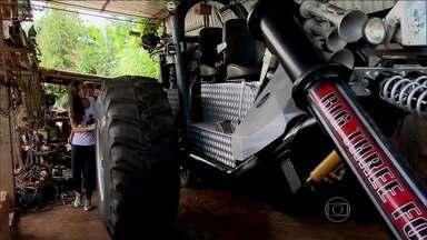 Nakamura conhece Boby, de Cosmópolis, interior de São Paulo - O agricultor construiu um triciclo gigante