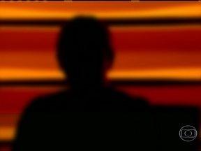 Bandido assalta e estupra em ônibus no Rio de Janeiro - O crime aconteceu na última sexta-feira em plena luz do dia, na Avenida Brasil. Uma das vítimas foi obrigada a recolher dinheiro, relógios e celulares. Durante toda ação, o ônibus permaneceu em movimento.