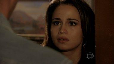 Morena procura Théo - Aziz repreende a brasileira por ela ter brigado com Lívia. Lívia manda Russo ir até o seu hotel. Márcia e Ciro desconfiam que Théo tenha agredido a vilã