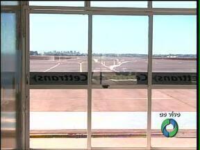 Anac determina redução de voos no aeroporto de Cascavel - Agência cobra curso de combate à incêndio. Redução de voos começa a valer neste domingo (12).