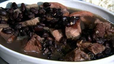 Feijoada é uma boa pedida com a chegada do frio - Prato é bem requisitado nesta época do ano.
