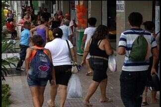 Na Região do Cariri filhos lotaram as lojas para comprar o presente para as mães - Muitos deixaram para escolher o presente da mama˜e em cima da hora.