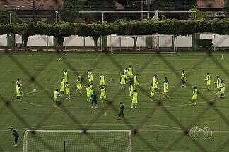 Enderson fecha treino, mas divulga time do Goiás - Treinador esmeraldino revela escalação para final do Campeonato Goiano, contra o Atlético-GO.