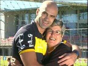Tem que ter muito bom humor para ser mãe de árbitro - Mãe do árbitro José Mendonça Júnior revela com muito bom humor o que é ser mãe de árbitro, especialmente em véspera do Dia das Mães