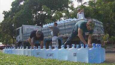 Voluntários recolhem doações para vítimas da estiagem em PE - Donativos foram arrecadados no Parque da Jaqueira.