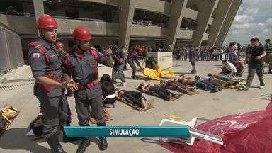 Equipes de segurança fazem simulação de socorro no Mineirão - Equipes de segurança fazem simulação de socorro no Mineirão