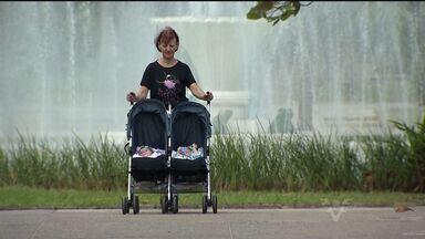 Aos 61 anos mulher comemora primeiro dia das Mães com filhos - Crianças nasceram após anos de tentativas frustradas