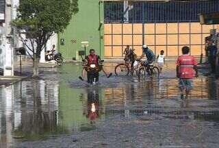 Pontos da Grande Aracaju ficaram alagados durante o fim de semana com as chuvas - Chuvas causaram transtornos no Bairro Rosa Elze.