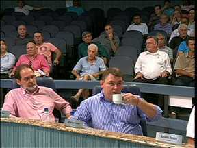 Vereadores de Blumenau prometem votar nesta terça-feira o veto às leis do Coplan - Os vereadores de Blumenau prometem votar nesta terça-feira o veto às leis do Coplan - o Conselho de Planejamento Urbano. Pelo menos foi isso que ficou definido numa sessão da câmara, há onze dias.