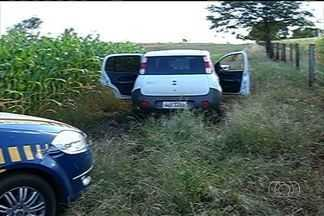 Motorista é flagrado ultrapassando pela direita em rodovia goiana - Um motorista foi abordado pela Polícia Rodoviária Federal ao fazer uma ultrapassagem pela direita, no acostamento.