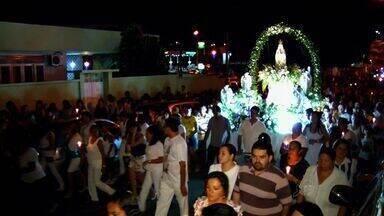 No Crato, católicos se reuniram para encerrar homenagens a Nossa Senhora de Fátima - Nossa Senhora de Fátima é homenageada no Bairro Pimenta.