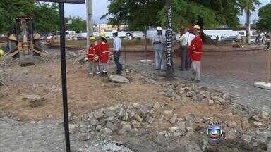 Obras do corredor Norte-Sul alteram pontos de ônibus na Cruz Cabugá - As intervenções na avenida devem se estender até dezembro.