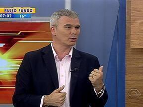 Maurício Saraiva fala sobre Grêmio, Inter e Seleção Brasileira - Comentário é ilustrado em charge de Julio Cunha Neto.