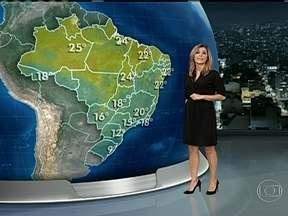 Onda de frio perde força no sábado (18), mas temperaturas continuam baixas - Porto Alegre amanhece com 9°C. Campo Grande, com 16°C. Em São Paulo, os termômetros sobem só até os 22°C e no Rio de Janeiro até os 25°C.
