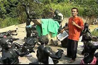 Artesão do ES se inspira em obra do século XVI e produz escultura - Jonas da Conceição é morador de Porto Novo, em Cariacica. Arte retrata sofrimento de negros.