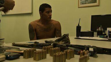 Polícia prende quatro pessoas suspeitas de assaltos - Eles são foragidos da Justiça de Rio Grande do Norte.