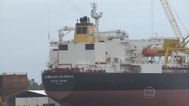 Navio petroleiro construído em Suape fica pronto após um ano e meio - Zumbi dos Palmares será entregue na segunda-feira à Transpetro. Cerimônia contará com a presença da presidente Dilma Rousseff.