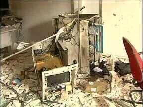 Semana termina com três casos de arrombamento de caixas eletrônicos - Bandidos têm usado explosivos e até maçarico para roubar dinheiro dos caixas.