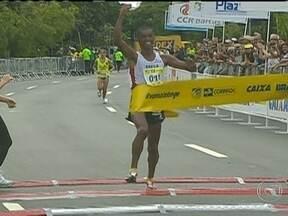 Brasileiro vence Corrida da Ponte - Cerca de oito mil corredores disputaram a prova. Entre os homens, Giovani dos Santos foi o vencedor. Entre as mulheres, a queniana Dorcas Kiptarus chegou em primeiro.