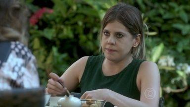 Edith desconfia de que Félix possa ter uma amante - Tamara aconselha a filha a não investigar a vida do marido. Félix marca um encontro pelo computador