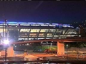 Iluminação do Maracanã é testada - Ingressos para amistoso do Brasil começam a ser vendidos. As luzes externas do estádio foram acesas. O Maracanã ficou todo iluminado com diversas cores. Os operários continuam trabalhando a todo vapor. Mais testes vão ser realizados.