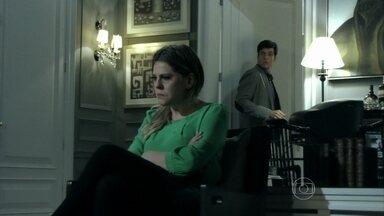 Edith decide se divorciar de Félix - Tamara impede que a filha faça um escândalo no shopping. Em casa, Edith confronta o marido