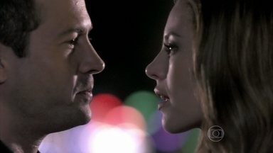 Bruno mente para Paloma sobre nascimento de Paulinha - Ele conta para a médica que seu filho era gêmeo de Paulinha e que o menino morreu no parto com sua esposa. Bruno insiste em ter uma relação com Paloma, mas ela afirma que não quer magoar o rapaz