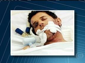 Homossexual está em coma após ser encontrado ferido em boate - O homem, de 49 anos, foi encontrado desacordado, com ferimentos no rosto e no pescoço. A polícia investiga a denúncia de agressão e fechou a casa noturna, na Freguesia. O local foi fechado pelos agentes. Imagens do circuito interno serão analisadas.
