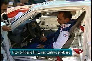 Piloto do ES continua competindo mesmo após perder movimento das pernas - Wagner Hertel perdeu movimento das pernas e para competir, acelera com as mãos.