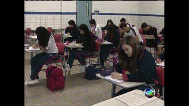 Estudantes de Resende aceitam desafio de fazer redação durante RJTV - Parte 1 - 27 de maio foi o último dia de inscrição para o Enem; será que estudantes estão preparados para a prova?
