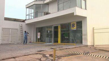 Suspeitos explodem caixa eletrônico na Zona Norte de Ribeirão, SP - Polícia não divulgou valor roubado pelos suspeitos.