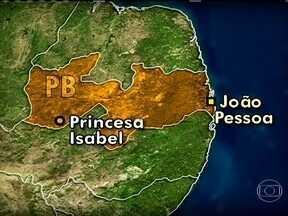 Bandidos invadem cidade na Paraíba, assaltam bancos e fazem reféns - As linhas de telefone da cidade de Princesa Isabel foram cortadas pra evitar a comunicação entre os bandidos. O grupo de aproximadamente 20 pessoas chegou à cidade em oito carros. Eles se dividiram e atacaram duas agências bancárias.