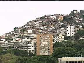 Economia nas favelas está em alta - Pesquisas mostram o crescimento do comércio dentro das comunidades. Os moradores estão gastando mais e os investidores perceberam essa mudança.