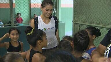 Após medalha em Mundial, Bianca Maia visita Manaus - Após conquistar medalha de bronze em Mundial com a seleção brasileira de ginástica ritmica, a ginasta Bianca Maia visita Manaus.