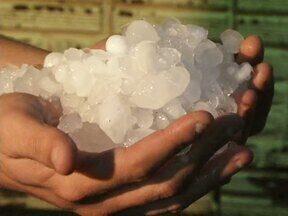 Veja as notícias do ParanáTv 2ª edição desta terça-feira - Em Paranavaí, centenas de famílias foram afetadas pela chuva de granizo.