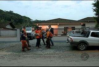 Ainda não foi encontrada a mulher que desapareceu na mata em Pirabeiraba - Policiais, bombeiros e familiares fizeram varreduras no matagal mas ainda não obtiveram nenhuma pista do paradeiro da mulher.
